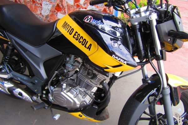 moto1-68745BE41-E7C9-92E4-6096-E9FA0DF62046.jpg